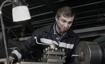 Что делает токарь на заводе